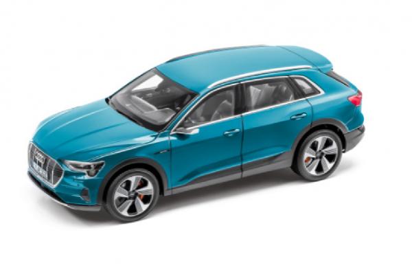 Modellauto Audi e-tron, 1:18, Antigaublau